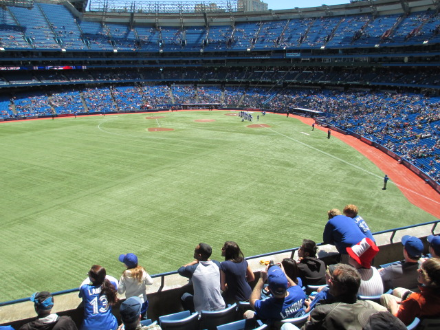 rogers centre seating 200 outfield distance