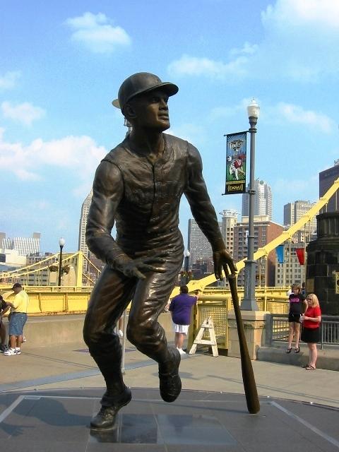 pnc park tips clemente statue