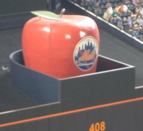 citi field dimensions home run apple
