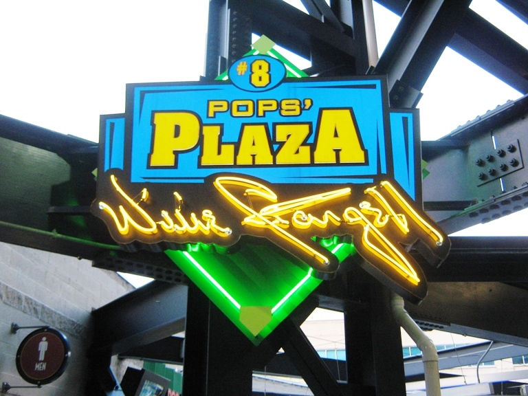 what to eat at pnc park pops plaza