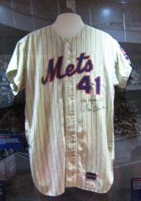 citi field dimensions seaver jersey