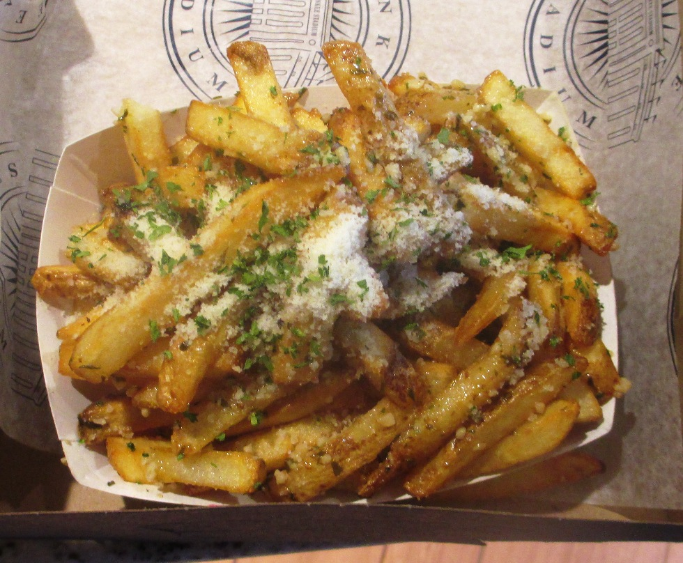 yankee-stadium-food-garlic-fries
